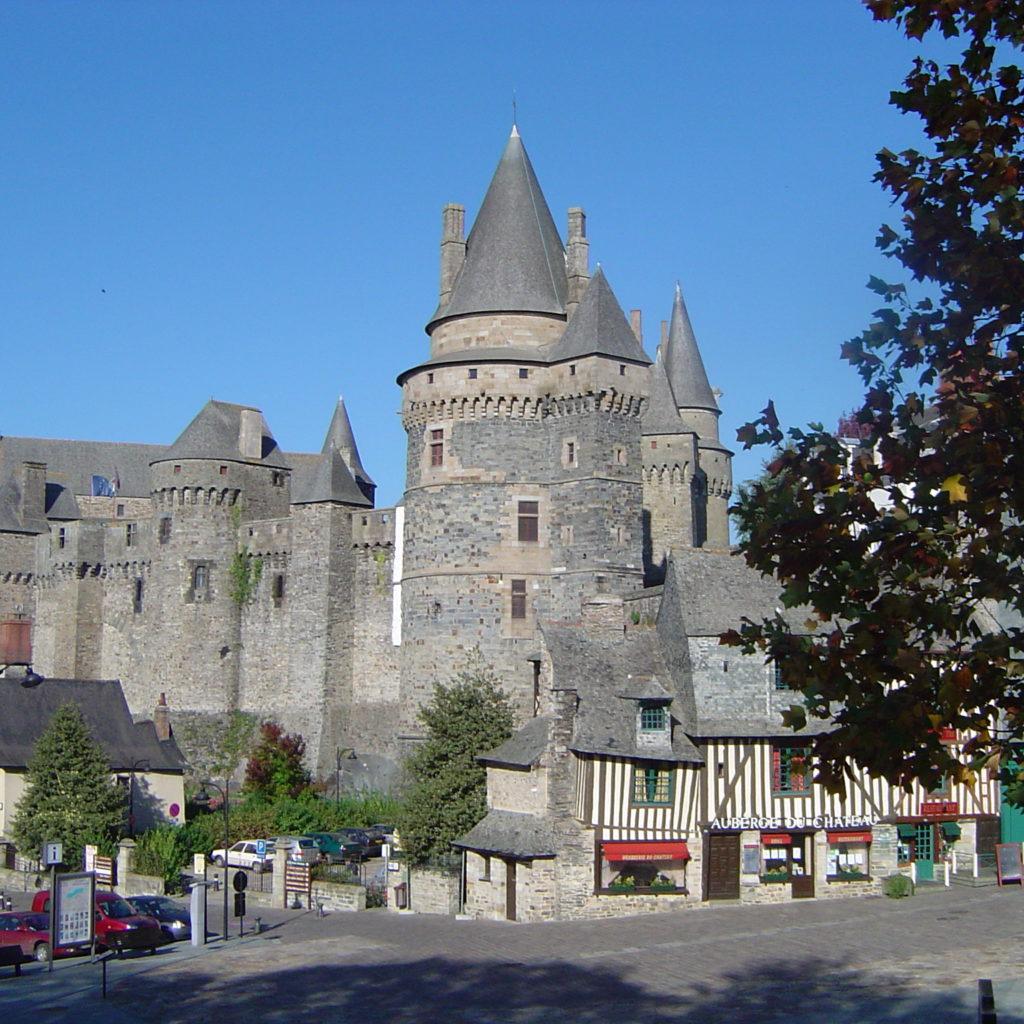 Château_de_Vitré_Place_St-Yves